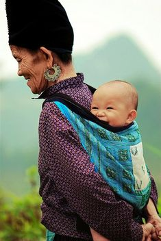 Grandmother carrying Laughing Baby on her back. Beautiful Smile, Beautiful Children, Beautiful World, Beautiful People, Hello Beautiful, We Are The World, People Around The World, Around The Worlds, Laughing Baby