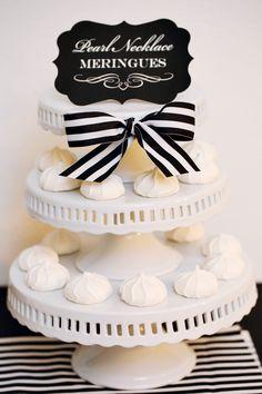 Una presentación muy elegante de los merengues de la fiesta / An elegant presentation of the meringues of the party