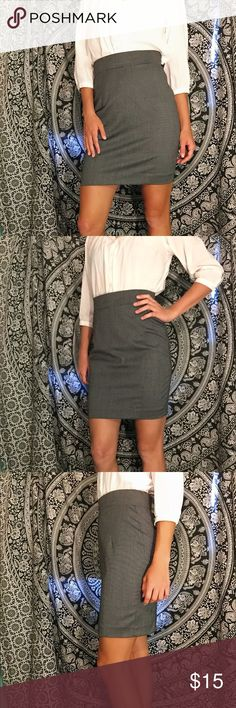 "H&M Grey/Black Bodycon Pencil Skirt H&M Grey/Black Bodycon Pencil Skirt. Perfect for any professional setting and is extremely comfortable, perfect for a long work day or stressful interview! Outer is 66% polyester, 32% viscose, 2% elastic; lining is 100% polyester. Worn once, 🚫 flaws!  Measurements: Waist- 30 in (elastic will stretch) Hips- 36 in Length- 20 in Flare- 17 in Size 8 (runs small) Model is 5'7"" and size 4   🏃FAST Shipping🏃 ☀️Summer Essential☀️ 💵Offers Encouraged!💵 Remember…"
