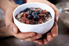 How to Use Chia Seeds. Tips, tricks and chia FAQs! Goji Berry Recipes, Raw Vegan Recipes, Organic Recipes, Vegan Desserts, Yummy Recipes, Paleo, Raw Breakfast, Breakfast Porridge, Chia Recipe