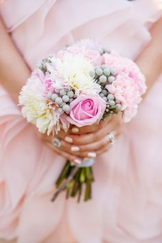 bridesmaid bouquet in pretty pastels // photo by Young Hearts Photography