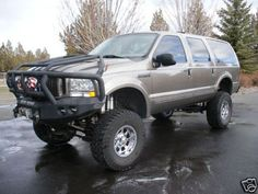 Ford Excursion with serious front-end protection Jacked Up Chevy, Lifted Ford, Jeep Truck, Chevy Trucks, Truck Bumper, Ford Excursion Diesel, Tactical Truck, Off Road Bumpers, 4x4