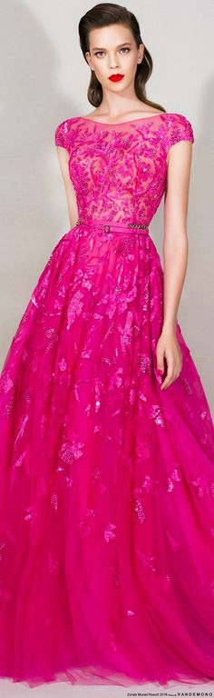 Zuhair Murad Resort 2016 I this dress is stunning, bringing a very vibe with a modern silhouette. Modest Prom Gowns, Ball Gowns Prom, Tulle Prom Dress, Party Gowns, Prom Dresses, Dress Party, Wedding Dresses, Beauty And Fashion, Pink Fashion