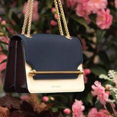 "Meghan's Decision to Nix Royal Protocol Is ""Great"" ""We think it's great that . - Meghan's Decision to Nix Royal Protocol Is ""Great"" ""We think it's great that Ms. Markle h - Stylish Handbags, Fashion Handbags, Purses And Handbags, Fashion Bags, Paris Fashion, Handbags For Women, Fashion Women, Popular Handbags, Guess Handbags"