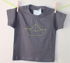 Tee-shirt gris en coton motifs bateau fluo