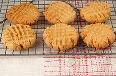 soft peanut butter cookies . made this last night & they were a hit!