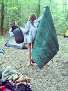 Camping no parque. Ou na floresta.