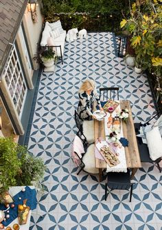 Tile floor statement kamar atas sederhana A Blush and Blue Patio Holiday Party - Emily Henderson Balcony Tiles, Balcony Flooring, Patio Tiles, Outdoor Flooring, Outdoor Tiles Patio, Cement Tiles, Terrace Floor, Garden Floor, Terrace Garden