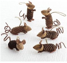 ▷ Ideen für Weihnachtsbasteln mit Kindern Christmas decorations made of pine cones Related posts:Decoration idea with LED lamps for the winter▷ ideas for Christmas crafts with childrenLittle things for Christmas, neighborhood gift,. Kids Crafts, Fall Crafts, Holiday Crafts, Arts And Crafts, Pine Cone Crafts For Kids, Summer Crafts, Christmas Projects, Christmas Diy, Christmas Decorations