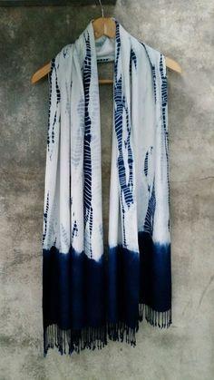 Indigo Tie-Dye Scarf by Aboubakar Fofana Fabric Dyeing Techniques, Tie Dye Techniques, Shibori Fabric, Shibori Tie Dye, Tye Dye, Textiles, Motifs Aztèques, Mode Wax, Natural Dye Fabric