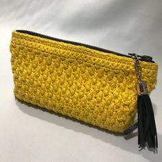 Crochet purse Make your own crochet purse for your bag. - At Damsbak Crochet Handbags, Crochet Purses, Crochet Bags, Homemade Bags, Diy Jewelry Holder, Diy Crochet, You Bag, Diy Coasters, Crochet Projects