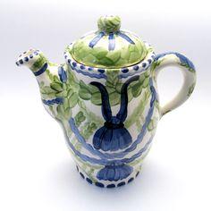 Alle Kannen, Krüge, Vasen der Familie VertBleu! Die Grün-Blaue Designfamilie von Unikat-Keramik. Das wohl einzigartigste Keramik Geschirr der Welt! Tea Pots, Tableware, Design, Blue Green, Vases, Unique, Dishes, World, Dinnerware