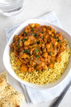 15 minute creamy chickpea curry - an easy vegetarian curry in record time! Perfect student food.
