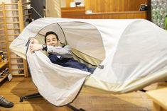 モンベルのハンモックが伏兵すぎるよ! ほぼ2万円でこの気持ちよさは反則… | ROOMIE(ルーミー) Outdoor Camping, Outdoor Furniture, Outdoor Decor, Glamping, The Hamptons, Hammock, Bean Bag Chair, Baby Strollers, Toddler Bed