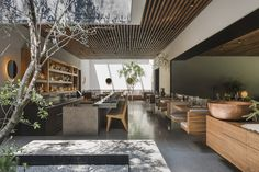 The expression 'home cooking' takes on a literal opening in the case of Pujol. Or at least, in this, its second incarnation. After nearly 20 years in its Calle Francisco Petrarca address, the restaurant – a Mexico City landmark that put elevated Mexica. 3d Interior Design, Interior Architecture, Interior And Exterior, Cafe Restaurant, Restaurant Design, Restaurant Ideas, Mexico City Restaurants, Cafe Design, Commercial Interiors