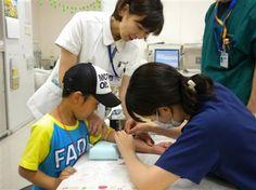 87. 9th October: a medical examination campaign is launched to determine if the Fukushima children are affected by the radioactivity. / El 9 de octubre, se inicia una campaña de exámenes médicos a los niños de Fukushima para determinar si están afectados por la radiactividad.