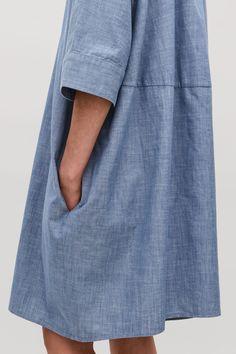 Model side image of Cos boxy denim shirt dress in blue Denim Fashion, Fashion Art, Fashion Outfits, Denim Shirt Dress, How To Make Clothes, Lingerie, Mode Inspiration, Elegant, Her Style