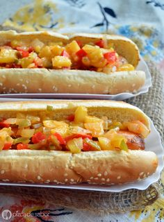 Hot dogs hawaianos con relish de piña www.pizcadesabor.com