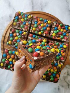 Tray Bake Recipes, Baking Recipes, Dessert Recipes, Bar Recipes, Mars Bar Crispy Cake, Mars Bar Cake, Mars Bar Slice, Mars Bar Squares, No Bake Slices
