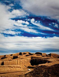 Mexico Se Siente en la zona arqueológica de Paquimé, Chihuahua. The archaeological area of Paquime, Chihuahua.