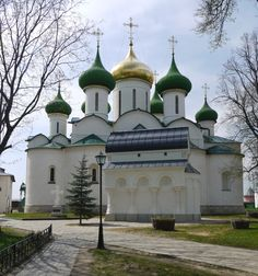 Cathedral of the Transfiguration of the Saviour (1594) and Tomb of Dmitry Pozharsky (1577-1642)