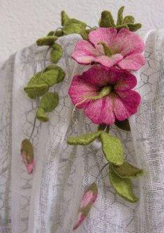 Stunning felted flower accessory by German artist Katrin Schulz Faux Flowers, Fabric Flowers, Paper Flowers, Felted Flowers, Ribbon Flower, Ribbon Hair, Hair Bows, Nuno Felting, Needle Felting