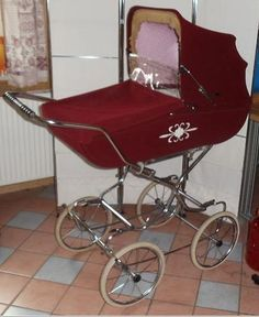 . Pram Stroller, Baby Strollers, Vintage Pram, Prams And Pushchairs, Baby Carriage, Kids And Parenting, Carousel, Old And New, History