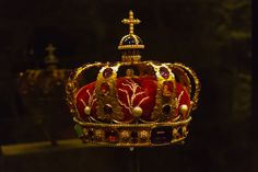 2013_05_03_Nidarosdomen Erkebispegården kronregaliene dronningkronen M (2) | Flickr - Photo Sharing!