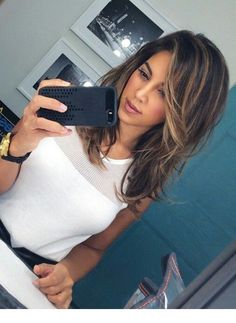 Best Medium Length Straight Hair for Women in 2019 Medium length straight hairstyle is not boring. Straight hair looks trendy and fashionable on every face. That's why people with other hair types make their hair straightened to give it a loo… Medium Hair Styles, Curly Hair Styles, Hair Medium, Medium Haircuts For Straight Hair, Hair Cuts For Long Hair With Bangs, Medium Hair With Layers, Medium Length Layered Hair, Pretty Hair Cuts, Medium Length Hair With Layers Straight