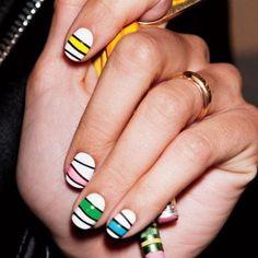 Si eres una auténtica adicta a llevar tus uñas pintadas, sabrás que a veces es muy difícil decantarte por un solo color. Por suerte...