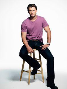 Chris Hemsworth man pose