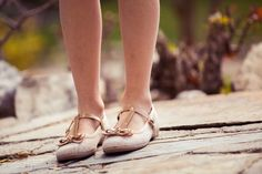 """Preciosas merceditas de pulsera para niñas, fabricadas en lino y lazo con efecto charol. Un """"must"""" de esta temporada.#merceditas #maryjanes #calzado #pisamonas"""