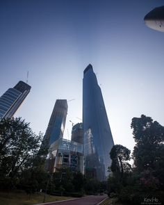 GUANGZHOU | Chow Tai Fook Centre | 1,738 FT / 530 M | 111 FLOORS - Page 11 - SkyscraperPage Forum