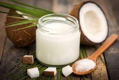 Top 5 Benefits of Ayurvedic Oil Pulling (Plus How to Do It) Coconut Oil For Acne, Coconut Oil Uses, Organic Coconut Oil, Cream For Dry Skin, Skin Cream, Virus Del Herpes Simple, Coconut Oil Health Benefits, Oil Benefits, Health And Fitness