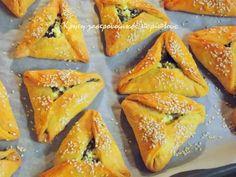 Νόστιμες και ευπαρουσίαστες μικρές χορτόπιτες φούρνου!   Δυο μεγάλα μάτσα με χορταρικά για χορτόπιτες είναι η αφορμή για τη σημερινή και την επόμενη συνταγή. Ήταν τα τελευταία που είχε … Greek Recipes, New Recipes, Cooking Recipes, Cypriot Food, How To Cook Ham, Puff Pastry Recipes, Most Delicious Recipe, Spinach And Feta, Sweet And Salty