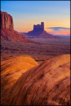 Monument Valley, Utah, United States of America. /Nice, I never get tired seeing pictures of Monument Valley. Arches Nationalpark, Yellowstone Nationalpark, North Cascades, Great Smoky Mountains, Beautiful World, Beautiful Places, Amazing Places, Places Around The World, Around The Worlds