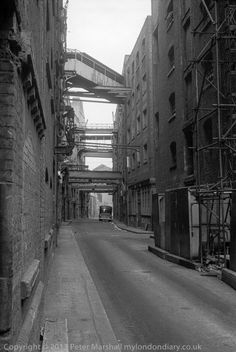 Warehouses, Shad Thames, Bermondsey South East London England in 1980 Bermondsey London, London Docklands, South London, Old London, Black And White Pictures, Black White, London History, London Pictures, Old Street