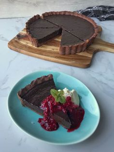 Let the tart cool fully in the fridge, this may take a few hours or you can chill overnight. Dip your knife into hot water then cut and wipe the knife off before making your next cut. Types Of Chocolate, Chocolate Filling, Chocolate Recipes, Berry Coulis, Impressive Desserts, Recipe Please, My Favorite Food, My Recipes, Tart