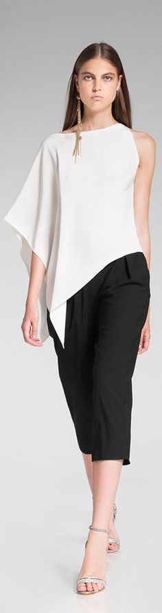 Casual chic in Donna Karan Resort Maybe inspired by Gres - see last picture. Minimalist Outfit, Chic Summer Style, Look Chic, Mode Inspiration, Donna Karan, Mode Style, Fashion Details, Fashion Outfits, Fashion Trends
