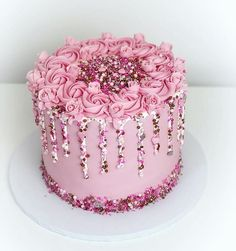 Pretty in pink 😍😍 - Pink Birthday Cake Ideen 19th Birthday Cakes, Girly Birthday Cakes, Girly Cakes, Beautiful Birthday Cakes, Beautiful Cakes, Amazing Cakes, Pink Cakes, 21st Birthday Cupcakes, Pretty Cakes