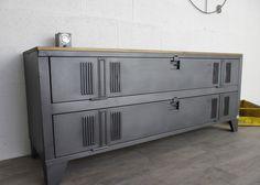 Meuble tv industriel avec ancien vestiaire 2 portes.