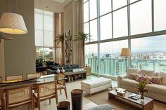 A sala de estar de pé-direito triplo - Casa Vogue | Interiores