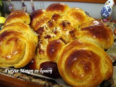 Τσουρέκια με ζαχαρούχο Greek Recipes, Sweet Bread, Food To Make, Cake Recipes, French Toast, Muffin, Food And Drink, Cooking Recipes, Sweets