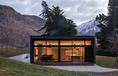 Domenic Alvaro Architects create a small but intriguing project in the rural context of Dalefield at the Wakatipu Basin in New Zealand's South Island.