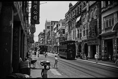 Des Voeux Road, just west of Pedder Street 1950s - photo: Lok Fook Chee
