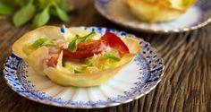 Receita Dedo de Moça: Tortinha de massa phylo com abobrinha, tomate, manjericão e taleggio