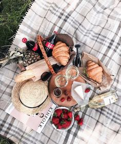 FLATLAY | Discover & Share Collections of Products. The visual storytelling platform bridging content, community & commerce. Join today & build your FLATLAY digital pop-up store in seconds. www.flat-lay.com #flatlay #flatlayapp #foodie #valentineday #idea #brunch #photography #picnic #romantic @o_trofymenko Picnic Date Food, Picnic Time, Picnic Ideas, Picnic Lunches, Picnic Foods, Picnic Photography, Date Recipes, Happy Memorial Day, Beach Picnic