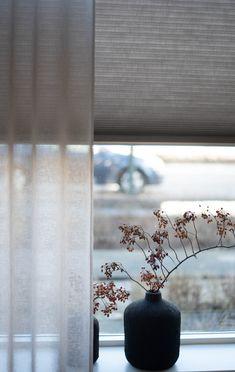 #denbreejeninterieur #inbetween #gordijnen #dupligordijnen #raamdecoratie #bece Living Room Modern, Room Decor Bedroom, Interior Design Living Room, Curtains With Blinds, Home Curtains, Internal Design, Curtain Designs, Living Furniture, Window Coverings