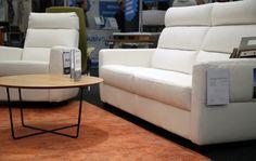 Asuntomessujen Näyttelyhalli täynnä Pohjanmaan huonekaluja messuhintaan! 🏃 Tule Iskun osastolle testaamaan Comforto-sohvan ja -tuolin erinomainen istuinmukavuus. Ihastut varmasti!  #pohjanmaan #pohjanmaankaluste #asuntomessut2017