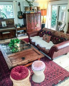 The main characteristic of the bohemian style house decor is that it has a touch of feminine and relaxation in it. but no doubt, there is always a home to Bohemian House, Bohemian Interior, Interior Design Living Room, Living Room Decor, Bedroom Decor, Interior Livingroom, Boho Style Decor, Bohemian Style, Bohemian Lifestyle